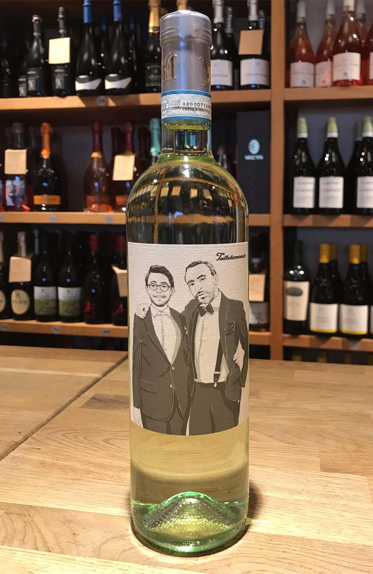 Illustration Weinflaschen Etikett Tuttolomondo Feinkost © Rita Stern Miltenberg