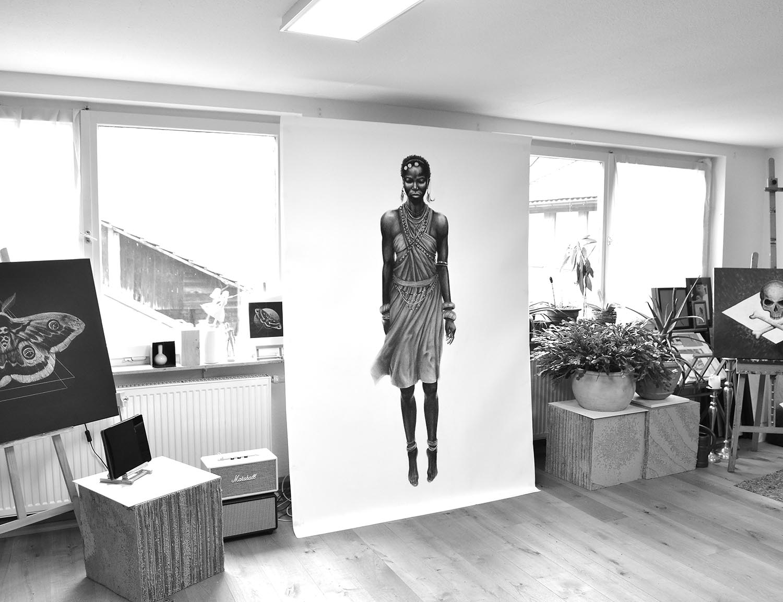 Tanz der Massai Kohle auf Papier 150 x 210 cm © Rita Stern Kunst Miltenberg